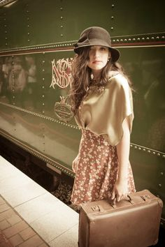 Reasons to Smile ? Girl Train, Peach And Green, Olive Green, Pose, Orient Express, Reasons To Smile, Mode Vintage, Models, Train Travel