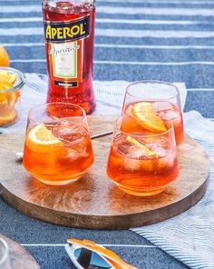 Aperol Spritz by HonestlyYUM Ingredients: 3 parts… Summer Drinks, Cocktail Drinks, Alcoholic Drinks, Beverages, Spritz Recipe, Wine And Cheese Party, Liqueur, Prosecco, Yummy Snacks