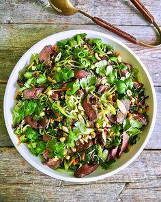 One pot wonder - lettvint gryterett - Mat På Bordet Deep Pan, One Pot Wonders, Asian Recipes, Pesto, Cobb Salad, Nom Nom, Spicy, Cabbage, Food And Drink