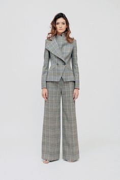 Martin Grant Pre-Fall 2019 Fashion Show Collection: See the complete Martin Grant Pre-Fall 2019 collection. Look 3 Suit Fashion, Fashion 2020, Fashion News, Boho Fashion, Womens Fashion, Fashion Design, Fashion Dresses, Fashion Jewelry, Suits For Women