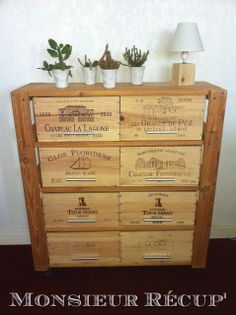 Chest of drawers made from original wooden wine crates Recycled Furniture, Painted Furniture, Diy Furniture, Wooden Wine Crates, Deco Originale, In Vino Veritas, Wine And Spirits, Decoupage, Decoration