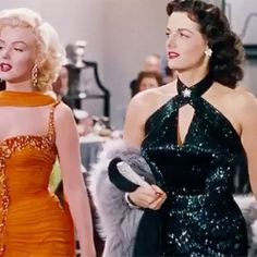 Marilyn Monroe and Jane Russell in Gentlemen Prefer Blondes. Hollywood Fashion, Vintage Hollywood, Hollywood Glamour, Hollywood Stars, Classic Hollywood, Old Celebrities, Hollywood Celebrities, Hollywood Actresses, Celebs