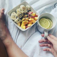 Morning-jogurt,chia,banana,nectarines&tea