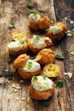 Small ricotta and parmesan cheese puffs (scroll down for English)