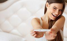 (Zentrum der Gesundheit) – Viele Paare werden heute mit unerfülltem Kinderwunsch konfrontiert. Oft führt dann der erste Weg in eine Kinderwunschklinik, wo man mit Hilfe einer Hormontherapie die Chancen auf eine gesunde Schwangerschaft erhöhen will. Hormontherapien haben jedoch einige Nebenwirkungen und so könnte man zuerst alternative und natürliche Methoden zur Steigerung der Fruchtbarkeit testen, wie z. B. den Einsatz von ätherischen Ölen. Ätherische Öle können – gezielt ausgewählt – den…