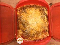 Pastel salado de atún y calabacín con Lékué Recetas fáciles al microondas. En este post os traigo una receta muy fácil para preparar un pastel de calabacín y atún en el estuche de Lekue. Podréis prepararlo al horno o al microondas, depende del tiempo que tengáis. Sirve 2 personasPastel de calabacín con Lékué Silvia Prat Pastel de calabacín y atún … Empanadas, Tupperware, I Foods, Lasagna, Meal Prep, Food And Drink, Keto, Meals, Cooking