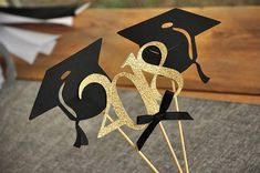 Confetti Mommas Graduation Centerpiece is so sophisticated and chic! Use these graduation cap and 2018 wands alone in a vase or pair them with a bouquet of flowers. Either way, they will make a great focal point at your graduation party. The caps are made using premium black