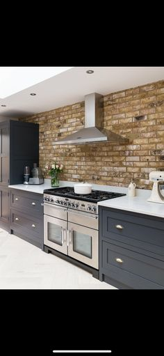 Delightfully gorgeous Kitchen ideas, check this styling plan example 2440018211 today. Kitchen Family Rooms, Kitchen Living, New Kitchen, Shaker Kitchen, Kitchen Units, Kitchen Ideas 2018, Kitchen Interior, Kitchen Decor, Open Plan Kitchen Diner