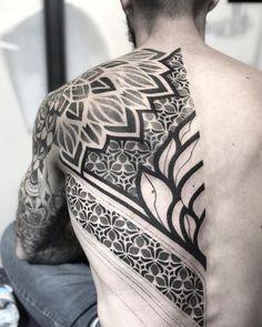 new zealand maori tattoos design Neue Tattoos, Body Art Tattoos, Tribal Tattoos, Hand Tattoos, Sleeve Tattoos, Geometric Tattoos Men, Flower Tattoos, Blackout Tattoo, Tattoo Line