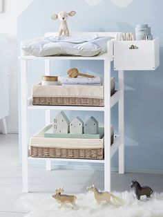 Compact, this changing table allows you to have the necessary baby always . - Ikea DIY - The best IKEA hacks all in one place Ikea Changing Table, Baby Dresser, Kids Room Murals, Baby Doll Accessories, Girl Cribs, Best Ikea, Kids Bedroom Furniture, Kids Room Design, Deco Table