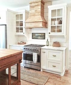8 Unique Hacks: Kitchen Remodel Before And After Stairs kitchen remodel pictures counter tops.U Shaped Kitchen Remodel House kitchen remodel rustic gray cabinets.Mobile Home Galley Kitchen Remodel. White Farmhouse Kitchens, Country Farmhouse Decor, Farmhouse Kitchen Decor, Home Decor Kitchen, Home Kitchens, Farmhouse Style, Country Interior, Diy Kitchen, Country Modern Decor