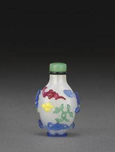 A glass snuff bottle with four-color overlay decoration Republic period