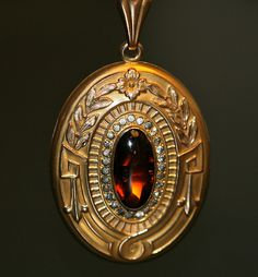 Stylish And Antique Jewelry Lockets