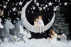 Студия Фотококтейль приглашает вас на новогодние декорированные фотосессии. Вас ждут ночной лес с луной, звездами, санями, лошадьми; уютная комната с елкой, новогодними украшениями и часами; воздушный шар, крыши, облака и снежинки.
