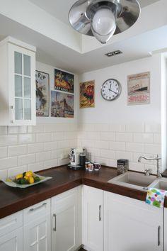 Plakaty zdobiące ścianę w kuchni to pamiątki z licznych podróży po Europie. Fot. Bartosz Jarosz. Kitchen Cabinets, Ideas, Home Decor, Decoration Home, Room Decor, Kitchen Base Cabinets, Dressers, Kitchen Cupboards, Interior Decorating