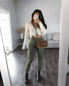 Casual Winter Outfits, Classy Outfits, Pretty Outfits, Summer Outfits, Cute Outfits, Knit Sweater Outfit, Pullover Outfit, Khaki Jeans, Girls Fashion Clothes