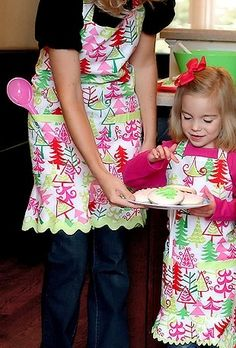 {Gifts for Cooks} Festive Holiday aprons from The Hip Hostess for big and little cooks alike