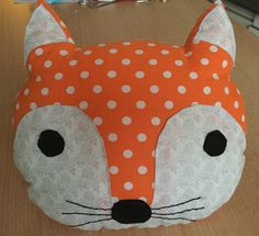 Tuto all hot! My fox head cushion! - The tribe of small feet Baby Couture, Couture Sewing, Kids Pillows, Animal Pillows, Sewing For Kids, Craft Patterns, Handmade Toys, Kind Mode, Diy And Crafts