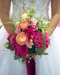 Foto zo svadobnej výstavy od Sylvia Duháčková fotografka. Florista Silvia Pavúrová @kvetysilvia. Šaty @svadobny_salon_andrea.  #kvetysilvia #kvetinarstvo #kvety #svadba #love #instagood #cute #follow #photooftheday #beautiful #tagsforlikes #happy #like4like #nature #style #nofilter #pretty #flowers #design #awesome #wedding #home #handmade #flower #summer #bride #weddingday #floral #sylviaduhackovaphotography #picoftheday