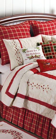 Berry Wreath Quilt   Christmas Bedroom Ideas