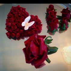 """""""#Kakepynt #topper #rose #roser #hjerte #hart ❤️ #caketopper #bakemag #sukkerkyss_com #vinnsøtesaker #victoriaskitchencounter #repost #kanal5 #kakekrigen…"""""""