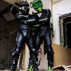 Motorcycle Wear, Motorcycle Leather, Biker Leather, Biker Couple, Gay Couple, Gay Lindo, Motard Sexy, Bike Suit, Motorbike Leathers