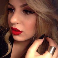 makeupbag:  http://makeupbag.tumblr.com/