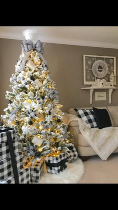 Easy DIY Rustic and Farmhouse Christmas Decorations - Buffalo Check Christmas Trees Health & Fitness - Mastercrafter - DIY Christmas Ideas ♥ Homes Decoration Ideas Small Christmas Trees, Christmas Tree Themes, Christmas Home, White Christmas, Apartment Christmas, Plaid Christmas, Christmas Ideas, Christmas Tree Inspiration, Diy Christmas Decorations Easy