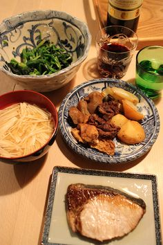 dinner on Mon. 9 Feb. 2015: grilled yellowtail, Nikujaga(braised beef, potato, Aburaagé, Kon'nyaku, onion & kelp, boiled spinach by soy sauce & Dashi, miso soup with Enoki mushroom, pickled Daikon by kaki, red wine then green tea