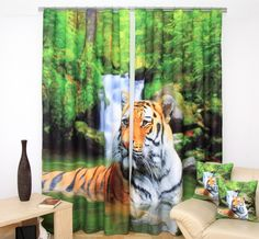 Zelený záves na okná s tigrom