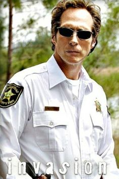 Sheriff Tom Underlay - William Fichtner. Invasion. I like this actor. I wish this show could've taken off.