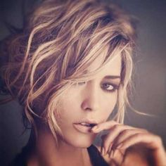 20 Short Hairstyles For Wavy Hair: #20. Best Short Wavy Haircut for Oval Faces