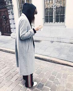 This is the season for long coats - @pielaunio knows it. #polojacket #samsoesamsoe #samsøesamsøe #samsoedarling