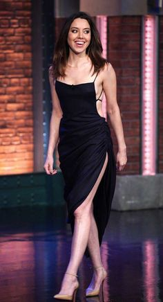 Aubrey Plaza Late Night With Seth Myers Black Backless Dress Girl Celebrities, Celebs, Beautiful Celebrities, Helfer, Celebrity Pictures, Girl Crushes, Backless, Sexy Women, Actresses