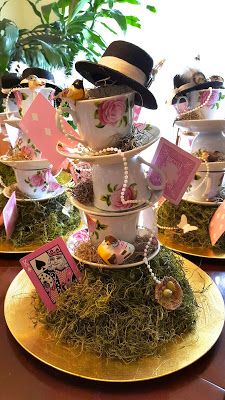 Trendy birthday party table centerpieces diy alice in wonderland Ideas Mad Hatter Party, Mad Hatter Tea, Party Table Centerpieces, Table Decorations, Mad Tea Parties, Alice In Wonderland Tea Party, Alice In Wonderland Decorations, Tea Party Birthday, Quinceanera