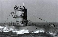 Le U-588 en surface au cours d'une patrouille.