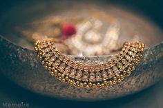 Khushboo and Harshang – A Super Cute Gujarati Wedding Full of Fun Wedding Ideas | Stunning kundan necklace with diamonds | Traditional Indian wedding jewellery | Indian wedding photography | Gold jewelry | Photography by Memoire | Every Indian bride's Fav. Wedding E-magazine to read.Here for any marriage advice you need | www.wittyvows.com shares things no one tells brides, covers real weddings, ideas, inspirations, design trends and the right vendors, candid photographers etc.