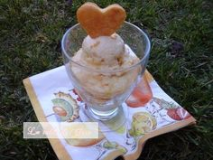 Tarte tatin aux pêches blanches revistée / La table de Clara Ice Cream, Menu, Pudding, Fruit, Table, Desserts, Food, Tarte Tatin, No Churn Ice Cream