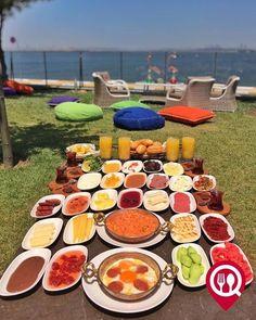 """Köy Kahvaltısı - Lagün Mangalbaşı & Cafe /İstanbul ( Avcılar )  Çalışma Saatleri 09:00-03:00  0 212 676 62 62  35/ Kişi Başı  Alkollü Mekan  Paket Servis Yok   Multinet Setcard Ticket Sodexo Yok Açık Alan Var  Vale Parking Var DAHA FAZLASI İÇİN YOUTUBE """"YEMEK NEREDE YENİR"""" ABONE OL Görseldeki ürün 4 kişilik olup tercihen menemen veya sahanda yumurta ve sınırsız çay ile servis edilmektedir. Portakal suyu dahil değildir."""