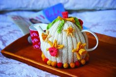 St David's Day Daffodil Tea Cosy from letsknit.co.uk; free membership required