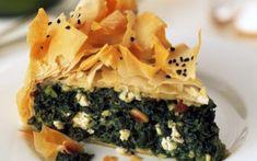 Grška pita s špinačo, pinjolami in feta sirom Feta, Pasta Filo, Spanakopita, Relleno, Health, Ethnic Recipes, Portal, Eggs, Life