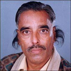 El Pelo de Oreja Más Largo    Radhakant Bajpai, de 50 años de edad, de Naya Ganj, India, entró al libro Guinness de Récords de 2005. Un vello que sale de su oreja llegó a medir 13,2 centímetros completamente estirado.