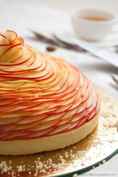 "Cedric Grolet apple pie inspired recipe ""A dome of apple slices Apple Tart Recipe, Apple Recipes, Sweet Recipes, Baking Recipes, Recipe Recipe, Apple Pie, Chefs, Grolet, Happy Cook"