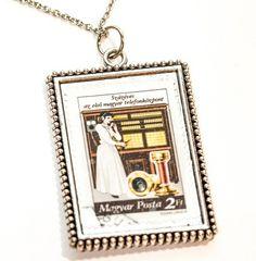 SALG Smykke: -Minnerikt frimerke: Telefondamen Pendant Necklace, Frame, Jewelry, Home Decor, Picture Frame, Jewlery, Decoration Home, Jewerly, Room Decor