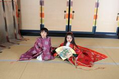 A boy and girl dressed in heian era robes at a junihitoe photography experience.