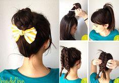 Fonott balerinakonty: tupírozd meg a hajad a fejtetődön, fogd össze hajgumival, majd válaszd szét a lófarkadat és készíts belőle két hajfonatot.