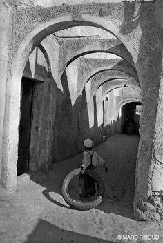 Marc Riboud El Oued, 1962.  http://www.marcriboud.com/marcriboud/accueil.html