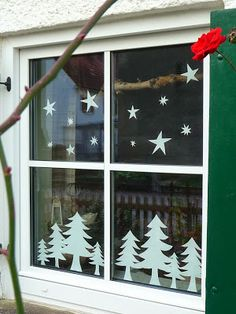 Meine grüne Wiese: Sterne und Bäume im Fenster My green meadow: stars and trees in the window Noel Christmas, Winter Christmas, Christmas Ornaments, Christmas Window Decorations, Holiday Crafts, Holiday Decor, Theme Noel, Christmas Activities, Christmas Inspiration