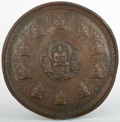 Description Repousse copper dish Sri Lanka, depicting Buddha with devotees Date 20th century www.collectorstrade.de