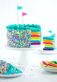 torta de cumpleaños asperjaArco torta de cumpleaños asperja pouringarainbow Rainbow Cake More Rainbow Birthday Cake from Candy-Filled Rainbow Treasure Cake White cake meets skittles meets Jell-O powder in this clever mashup that'll elevate birth. Food Cakes, Cupcake Cakes, Bakery Cakes, Tart Bakery, Rainbow Sprinkle Cakes, Rainbow Sprinkles, Bolo Shopkins, Rainbow Food, Cake Rainbow